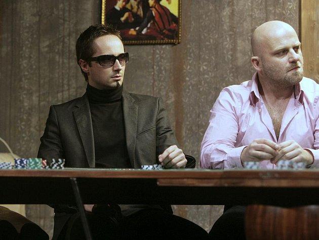 Na snímku z inscenace Dealer´s choice je Jaroslav Plesl vlevo.