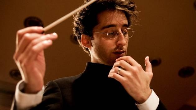 Mnichovský dirigent Daniel Grossmann.