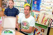 Běžec Jan Kreisinger okouzlil malé školáky.