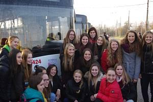 Posledních šest nových trolejbusů sportovci pokřtili v úterý ve Všebořicích.