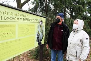 První den po znovuotevření zoologických zahrad nepřálo počasí, přesto si fanoušci do zahrad cestu našli.