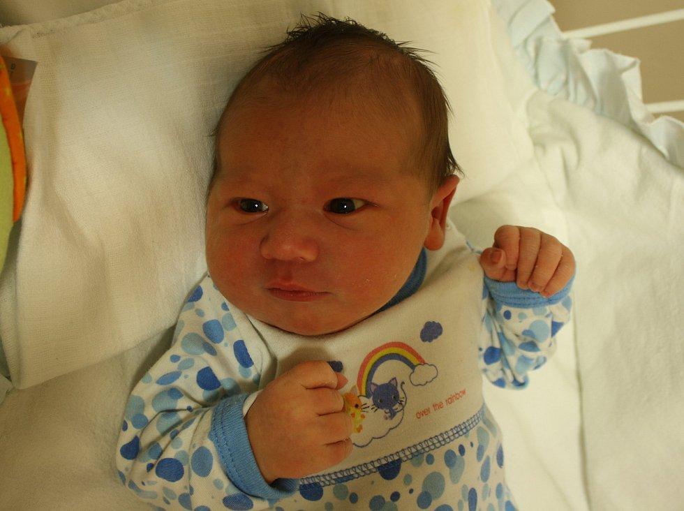 Jan Kubík se narodil Zuzaně Kubíkové z Velkého Chvojna 11. listopadu ve 12.45 hod. v ústecké porodnici. Měřil 52 cm a vážil 4,3 kg