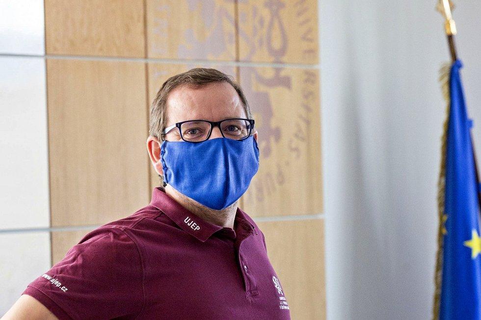 Rektor UJEP Martin Balej je potěšený aktivitou studentů i pedagogů.