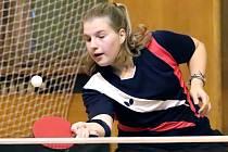 1- liga - Severočeské derby stolních tenistek SKP Sever Ústí (černočervené) a TTC Kalich Litoměřice (dresy s bílým pruhem) vyhrálo Ústí.