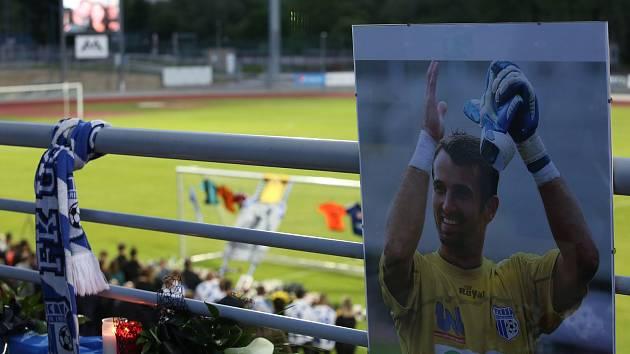 Smuteční rozloučení s fotbalistou Army Radimem Novákem na fotbalové stadionu v Ústí nad Labem.
