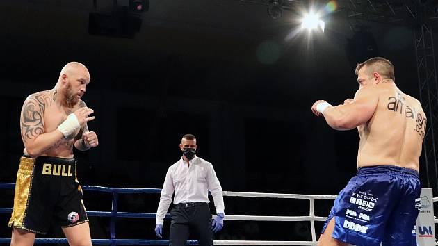 Galavečer profesionálního boxu - hala Sluneta v Ústí n/L. 25.9. 2020. Eschner - Řehák