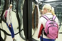 Turisté z Českolipska navštívili zrcadlové bludiště na výletním zámečku Větruše.