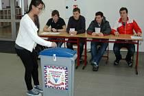 Studenti ústeckého gymnázia v Jateční ulici mohli dát hlas některému z kandidátů na prezidenta.