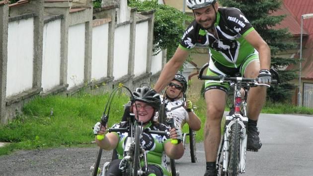 Černé koně potkáte na klání bikerů po celé republice. Snímek je z předloňského ročníku závodů Okolo Ústí.