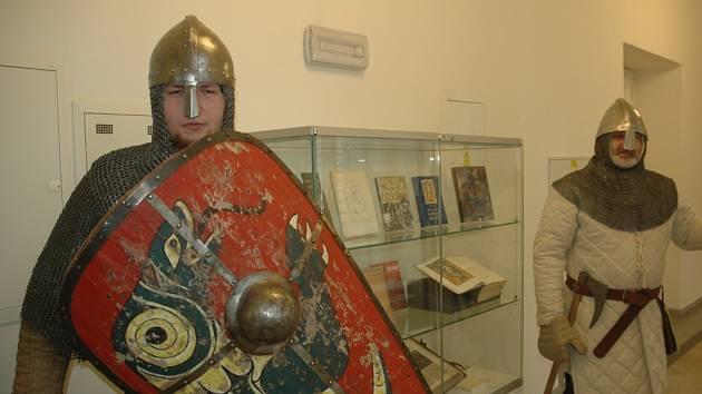 Bojovník z 11. století v ústeckém muzeu.