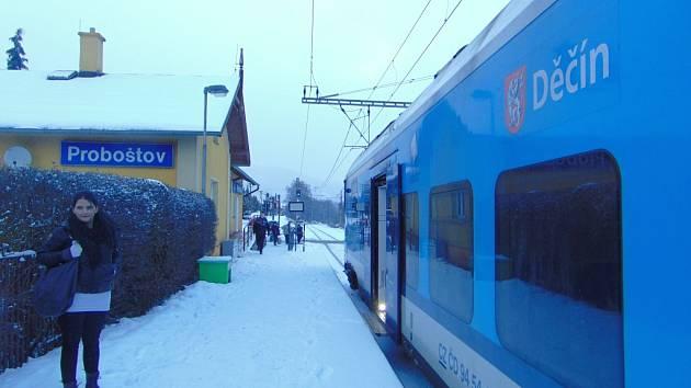 Vlaky na Ústecku v úterý ráno a dopoledne nabíraly velké zpoždění.
