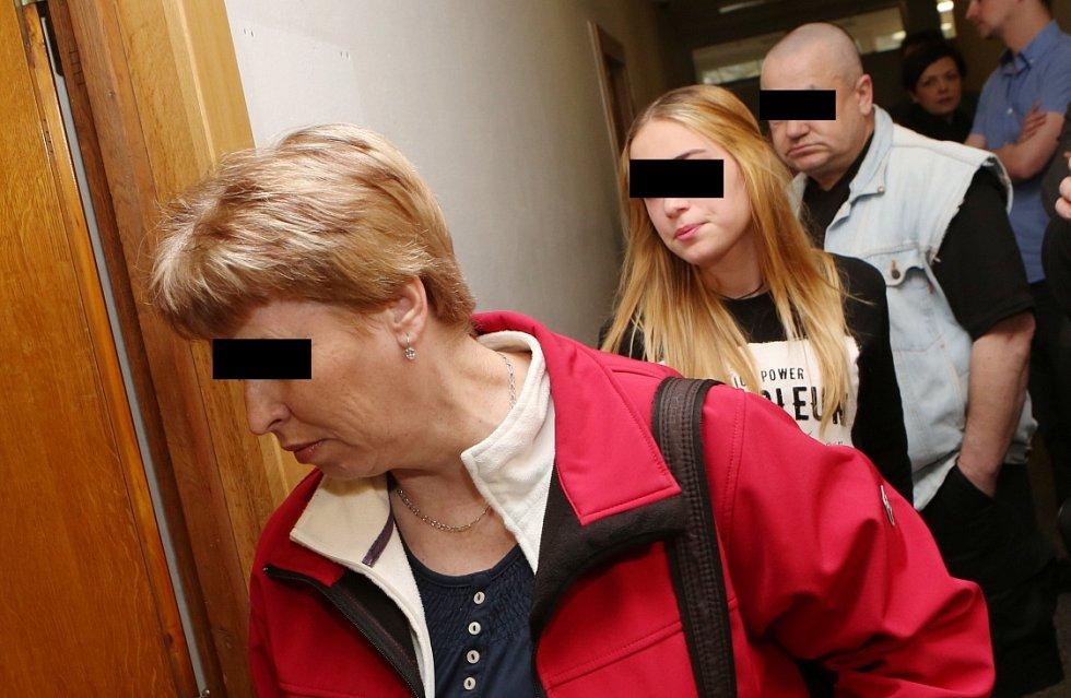 U Krajského soudu začalo líčení se Zdeňkem Hryščenkem, který na Střekově ve speciálně upravené garáži věznil dva mladistvé.