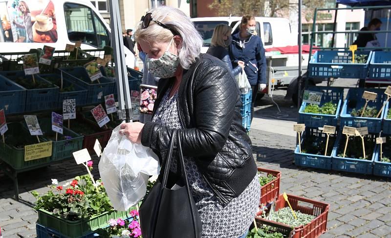 První farmářské trhy v Ústí nad Labem po uvolnění restrikcí koronavirové krize. Úterý 21. dubna