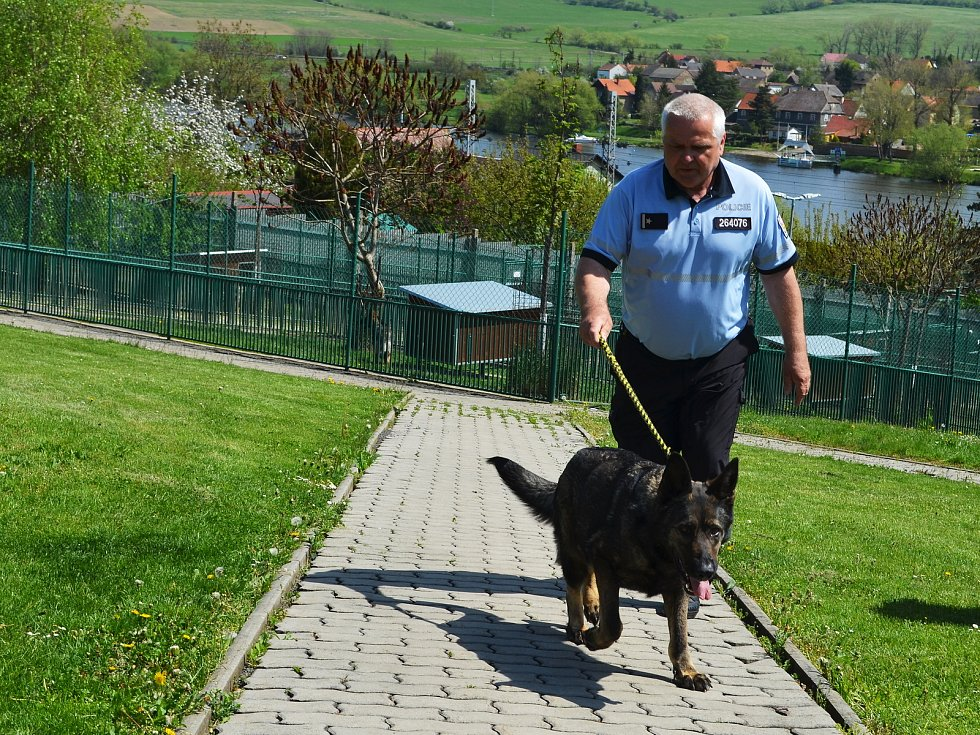 Chovatelská stanice služebních psů Policie ČR v Prackovicích nad Labem. Velitel stanice Radek Fuksa.