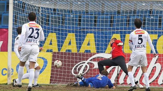 Po více než půl roce se ústečtí fotbalisté dočkali vítězství v první lize. Po kvalitním výkonu dnes porazili svého oblíbeného soupeře 1. FC Slovácko 2:0.