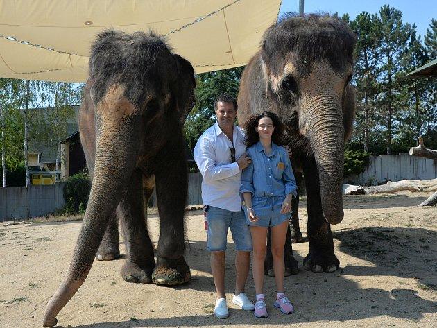 Akce Netradiční chutě pralesa v ústecké zoo. Akce se zúčastnil herec Martin Dejdar jako čestný kmotr samičky medvěda malajského.