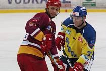 Václav Varaďa (vpravo) pomohl Lvům k vítězství dvěma góly.