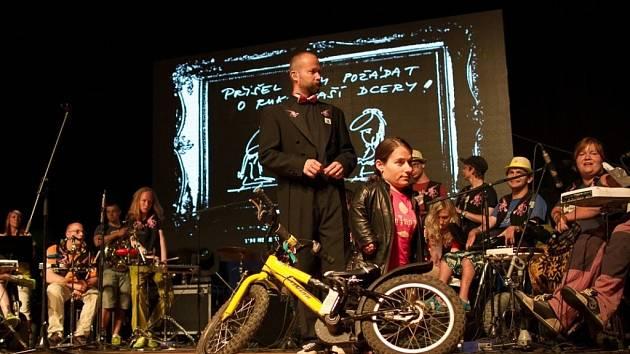 Koncerty The Tap Tap diriguje Šimon Ornest, spoluzakladatel kapely. Loni TTT vydali album Moje volba.