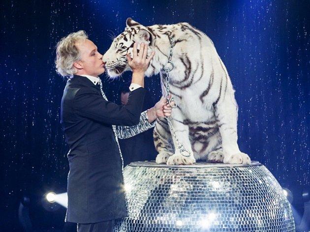 Začíná nová sezona drážďanského cirkusu a varieté Sarrasini Trocadero.