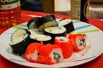 Japonka Sakae Magami učila v Poradně pro integraci jak správně připravit sushi. Účastníci workshopu viděli také rituál podávání čaje, naučili se jak správně používat hůlky a zjistili další zajímavosti o Japonsku.