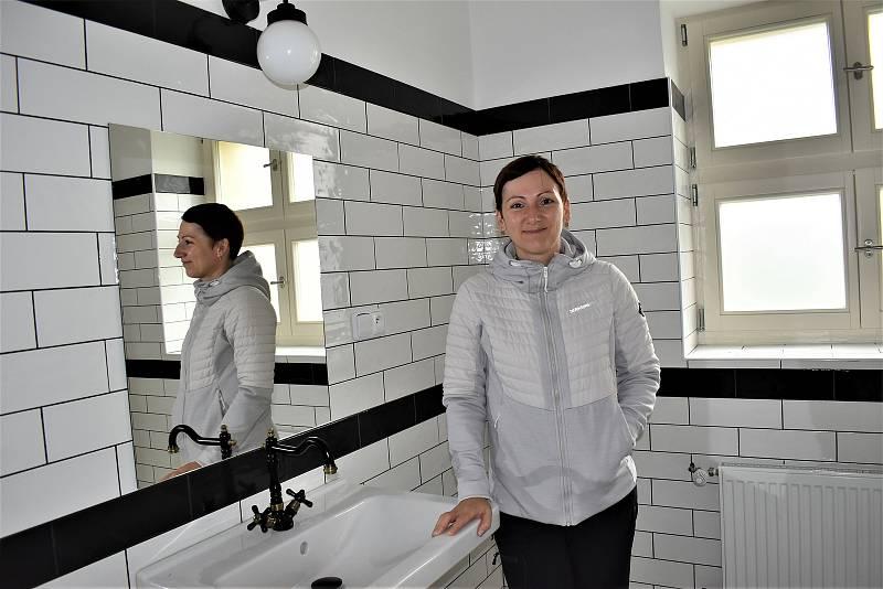 Komunitní nadace má nové sídlo na ústeckém Střekově, ukázala ho ředitelka Kateřina Valešová.