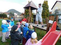 ROLI UČITELŮ převzali do svých rukou žáci Základní školy ve Velkém Březně během Dne Země.
