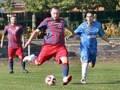 Fotbalisté Chabařovic (v červenofialovém) smetli v 8. kole I. B třídy Dubí 6:0.