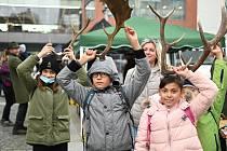 Dnes se konala na Kostelním náměstí akce Lesů ČR, kde si bylo možné vyzkoušet například virtuální brýle a podívat se, jak budou lesy vypadat za pár desítek let.