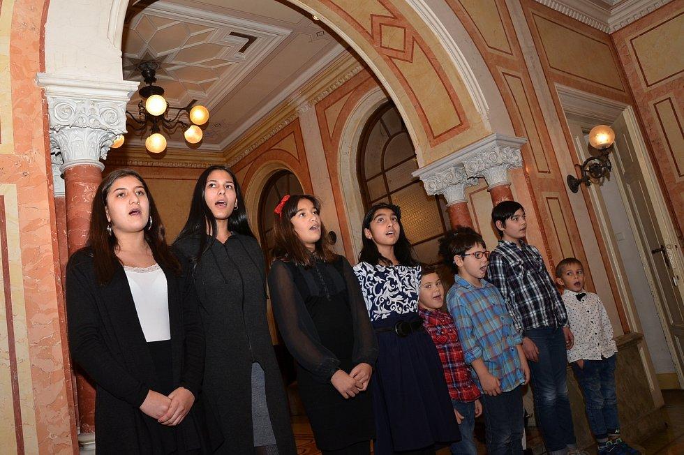 Společné zpívání koled na zámku v Trmicích