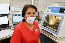 Vedoucí lékařka klinické mikrobiologie Olga Simkovičová z laboratoře Diagnostika na poliklinice v Ústí.