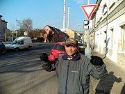 Muž, který se představil jako Michal, má prý jen šest stovek na měsíc. Pracuje jako nádeník.