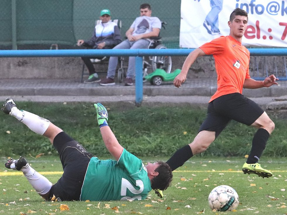 Fotbalisté Velkého Března B (v modrém) doma porazili Povrly 4:1.