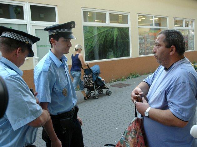 Koho kamera strážníků zachytila, jak odhazuje cigaretu, dostal pokutu 300 korun.