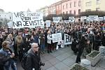 Ústečané na náměstí bránili své Činoherní studio.