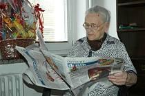Alžbětě Loudové je úctyhodných 103 roků, ale stále každé ráno pročítá noviny.