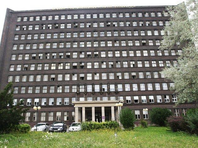 Na seznamu staveb s památkovou ochranou se ocitla i čtyřicet tři metrů vysoká správní budova Spolku pro chemickou a hutní výrobu, pocházející z roku 1930. Rozhodlo o tom ministerstvo kultury, když zamítlo nesouhlasný rozklad Spolku.
