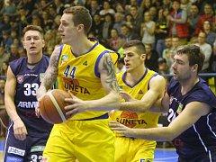 Fascinující basketbalové derby severočeských rivalů.