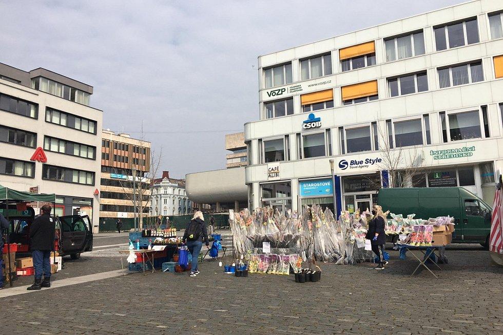 Farmářské trhy na Mírovém náměstí v Ústí nad Labem. Úterý 20. dubna
