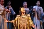 Severočeské divadlo zvolilo při nastudování Verdiho Nabucca klasický přístup, opera je v italštině a k dispozici má divák české titulky.