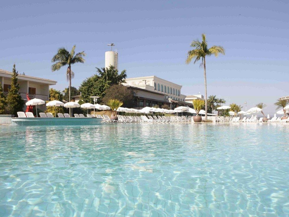 Paradise Golf & Lake Resort.