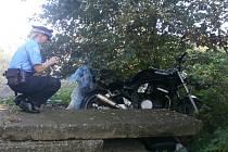 K opuštěné motorce vyjížděli v úterý ráno ústečtí strážníci.