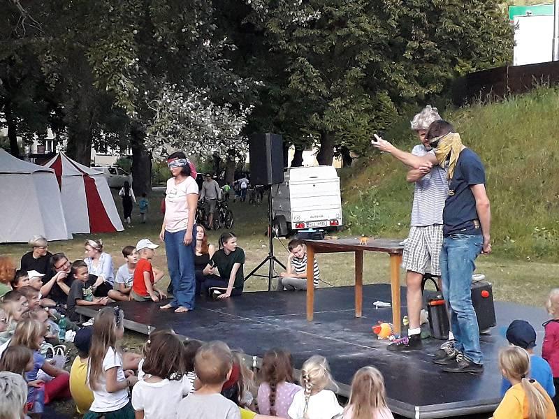 Divadelní pouť v Dolních Zálezlech.