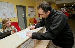 V Masarykově nemocnici mohou lidé nechat za sebe uhradit poplatek krajem formou darovací smlouvy.