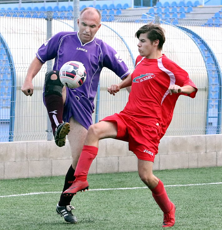 Fotbalisté Telnice (ve fialovém) zvítězili na hřišti Skorotic 3:0.