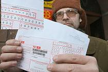 Vladimír Dostál chtěl na střekovské poště zaplatit složenku, která mu přišla na 0 Kč. Jenže na poště mu řekli, že to hlásí chybu.