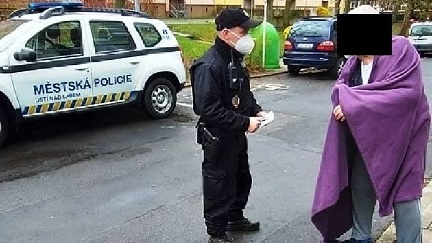 Ústečtí strážníci pomohli dezorientovanému seniorovi