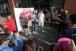 Demonstrace obyvatel ústeckých ubytoven u Fora.