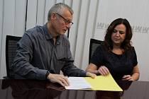 Koalice v Ústí začala podepisovat smlouvu