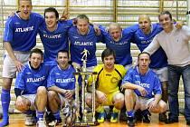 Atlantic team v čele s Jiřím Jarošíkem (vlevo nahoře) obhájil loňské prvenství.