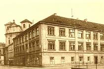 U Kostela 1925.